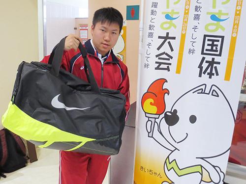 今井希「スポーツバッグと」